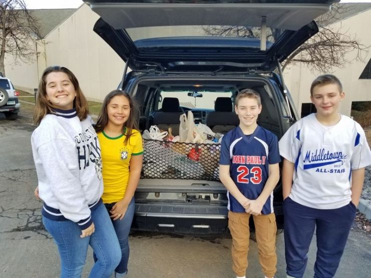 Middle School Students Collect Food for Amazing Grace Food Pantry